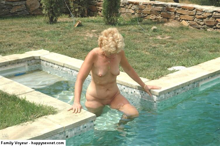 Amature nudist colony photos